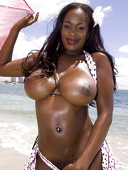 Black tits bikini slut Nikki Jaye does some outdoor chaff..