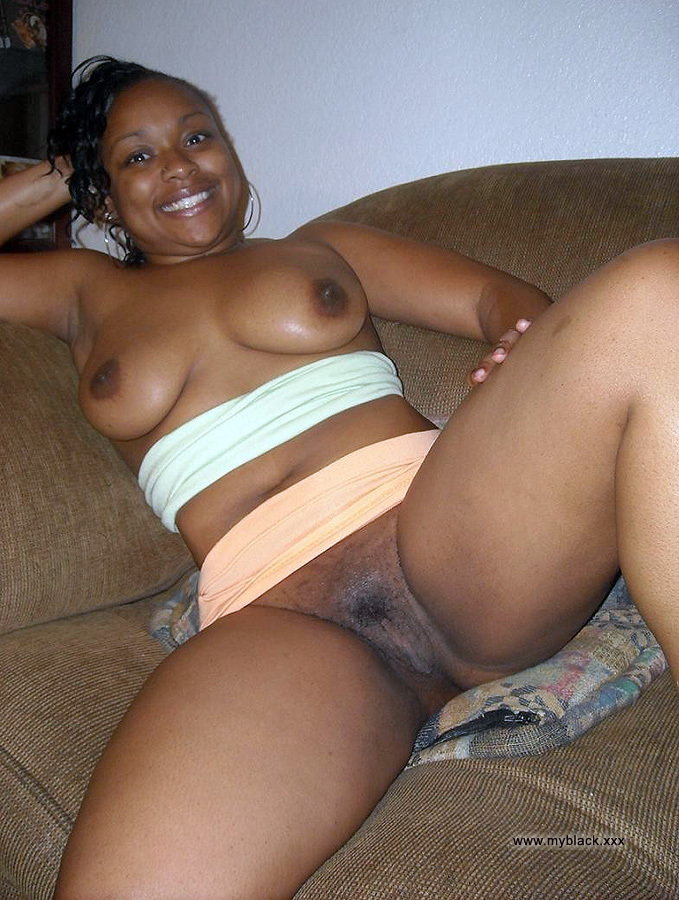 Nude black mom