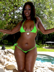Lusty black babe demonstrates her voluptuous body in green..